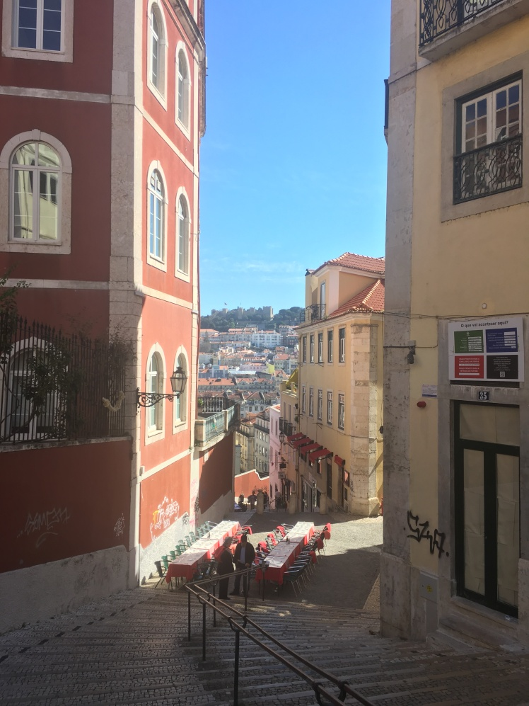 Beautiful view over Lisbon! Mira duro